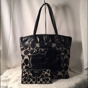Large Signature Tote with Wallet